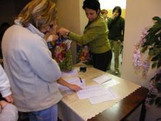 Vydávání balíčků akolekcí všem dětem vobci do15. let věku