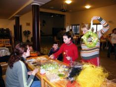 Vázání velikonočních věnců